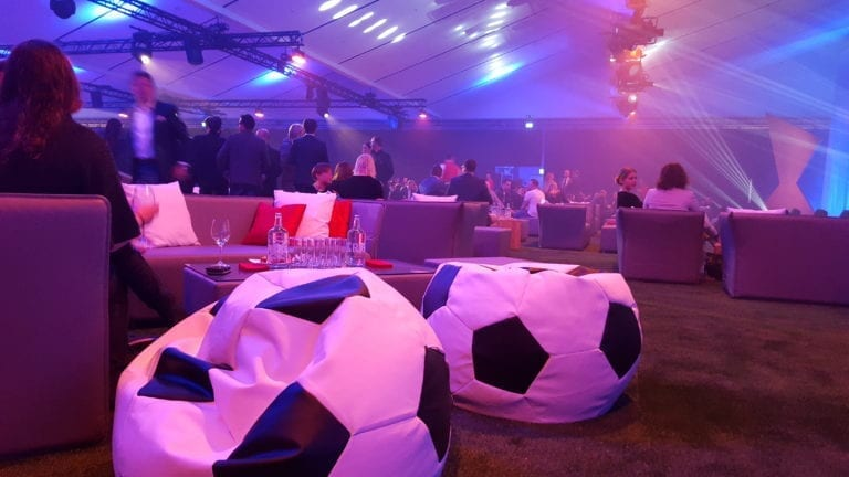 fussball pillow mieten rent-a-lounge 1