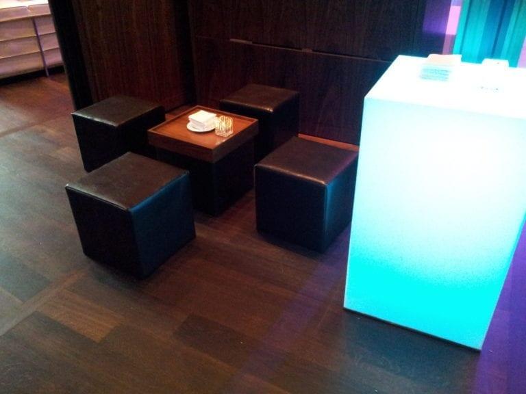 hocker q+ kunstleder mieten rent-a-lounge