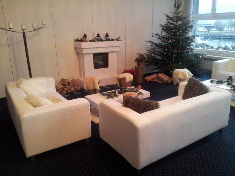 white lounge-tisch mieten rent-a-lounge 3
