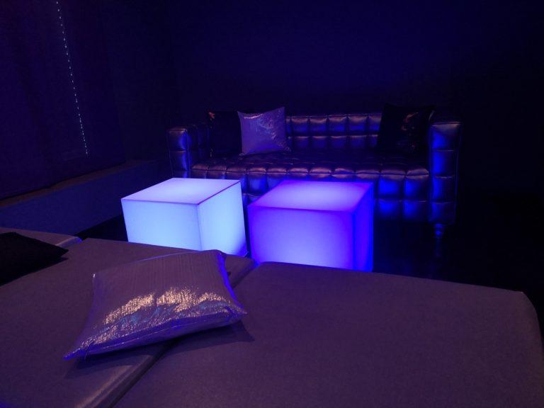 beistell-tisch LED mieten rent-a-lounge 2