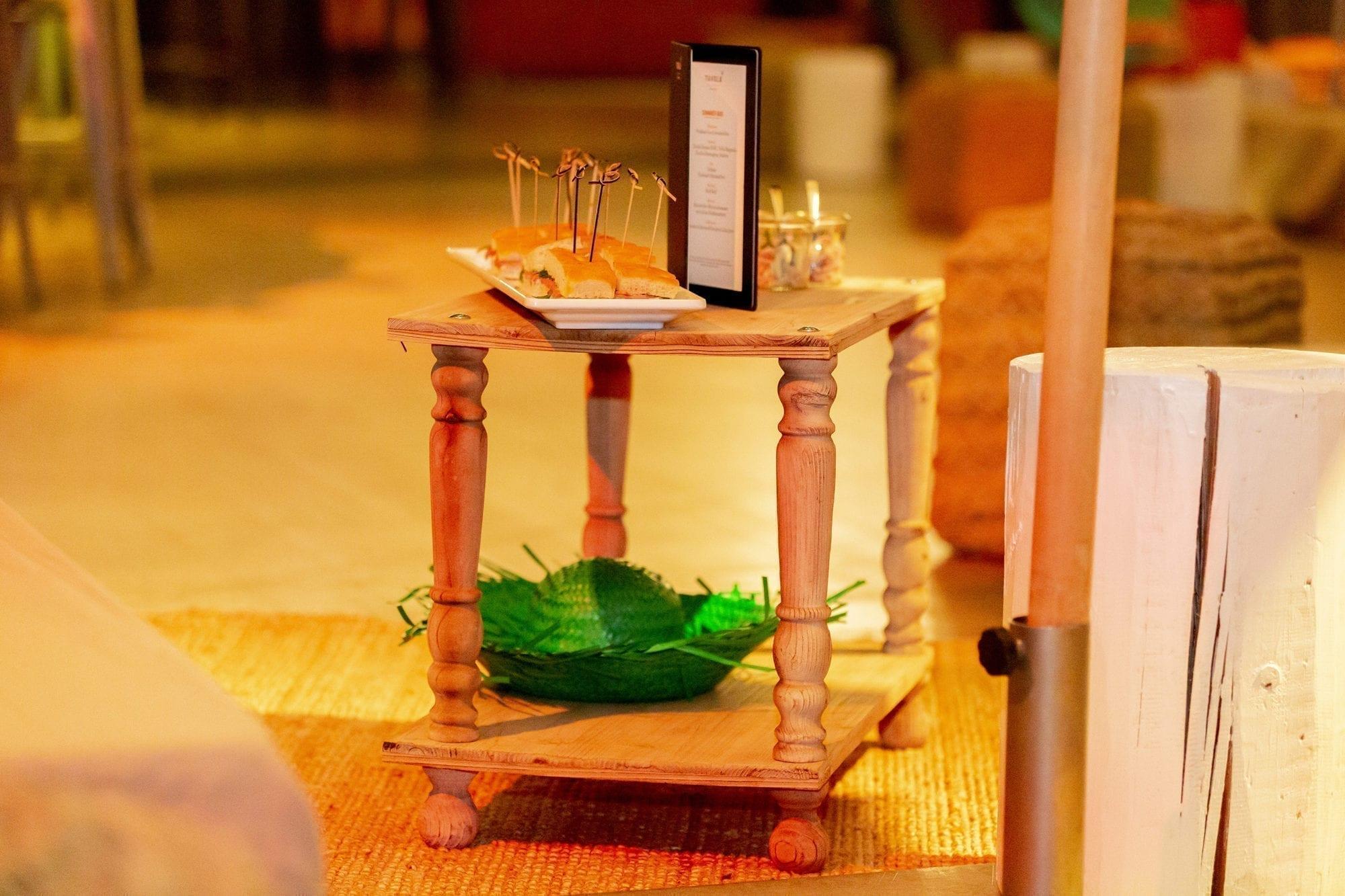 beistell-tisch woody mieten rent-a-lounge 7