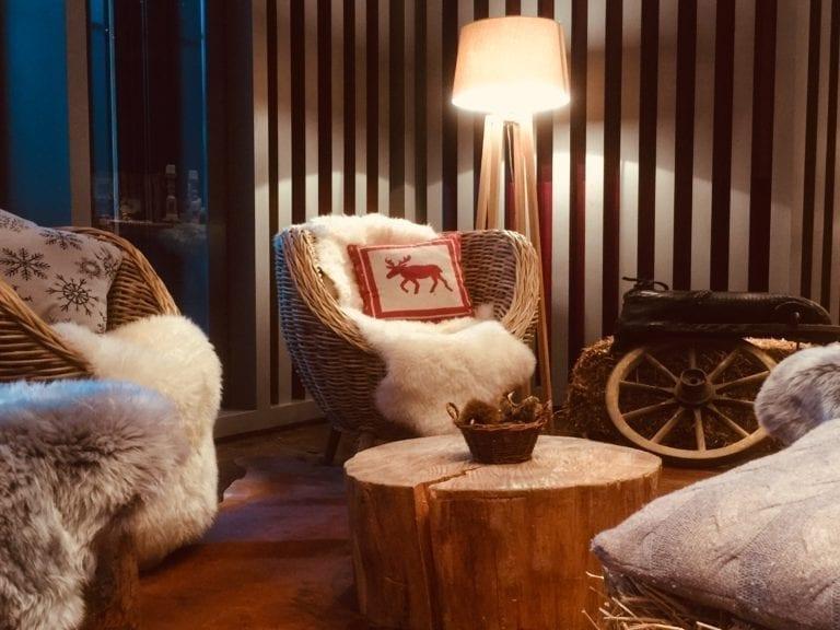 ständerlampe holz mieten rent-a-lounge 1